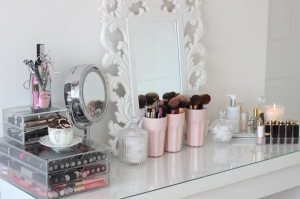 interior-furniture-sweet-clear-glass-top-vanity-dresser-makeup-table-with-carving-mirror-frame-also-chrome-round-pedestal-mirror-for-decorate-white-girls-bedroom-designs-graceful-makeup-table-for-bea